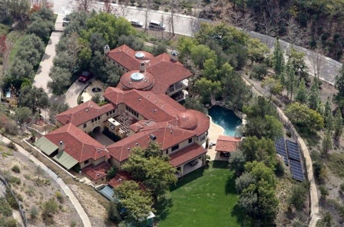 Arnold Schwarzenegger top 10 des maisons de stars les plus chers Krossin bijouterie pendentifs croix
