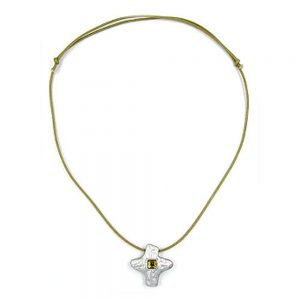 Collier de couleur argentee avec strass 00749xx