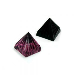 Pyramide a cristaux de verre couleur selectionnable 70650xx