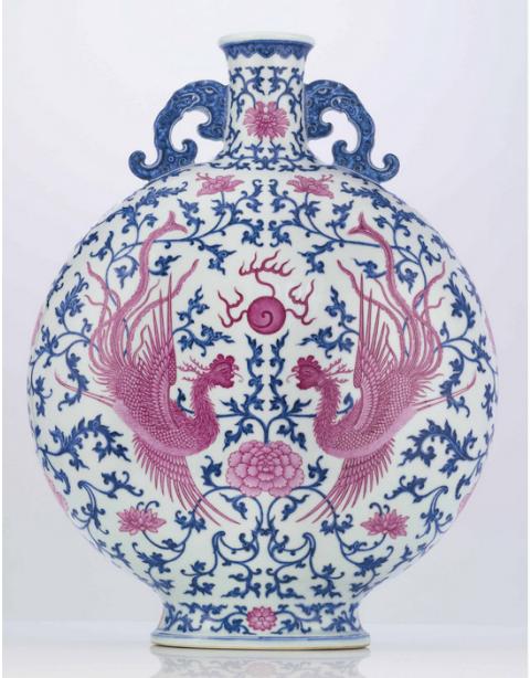vase-email-rose-bleu-blanc-krossin-bijouterie-top-des-anitquites-les-plus-chers